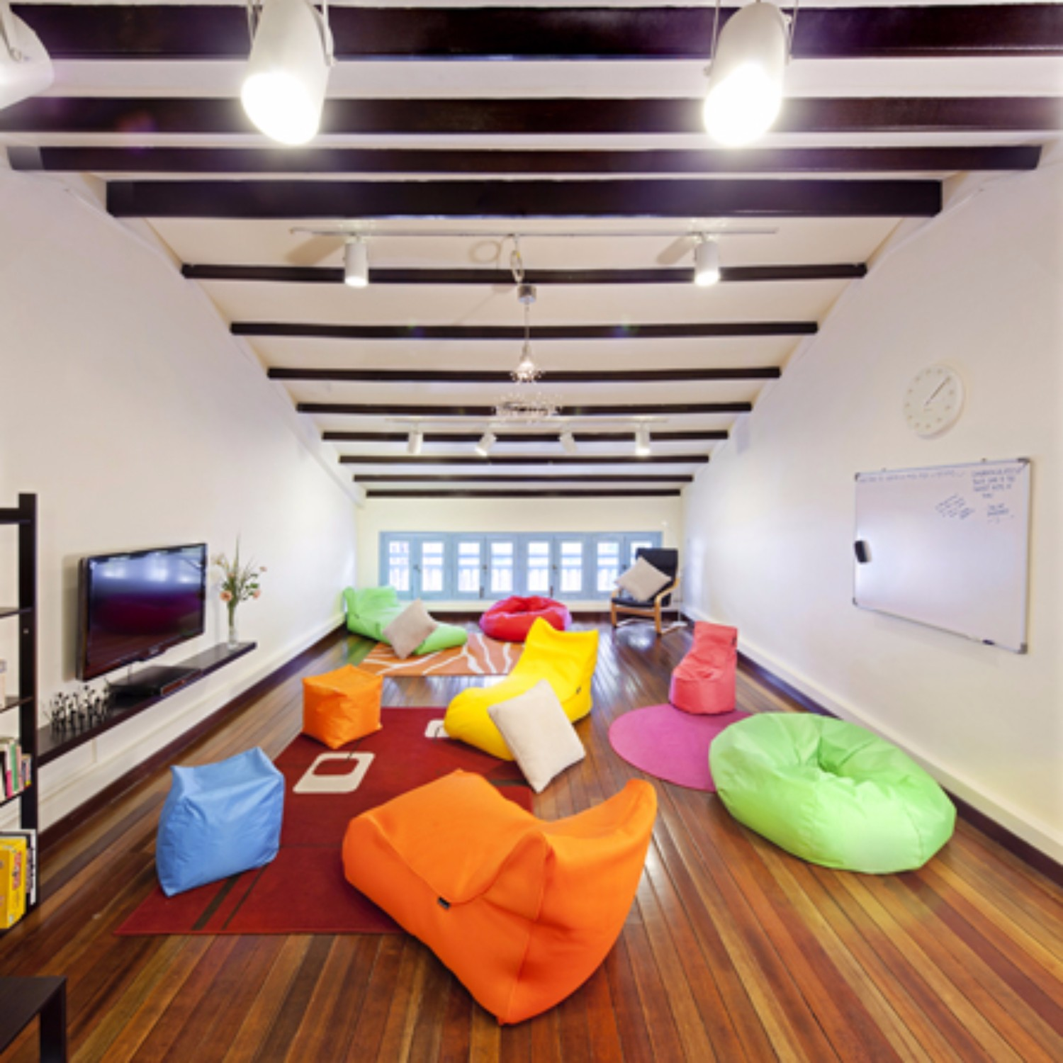 39 Attic Living Rooms That Really Are The Best: 14th November 2012 07:51